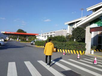 磐安服务区停车场