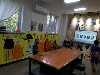 壹零年代美术绘本馆(威海路校区)