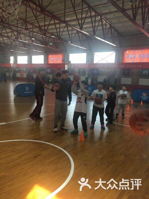 贝思途篮球青少年培训:这个篮球机构很不错,教
