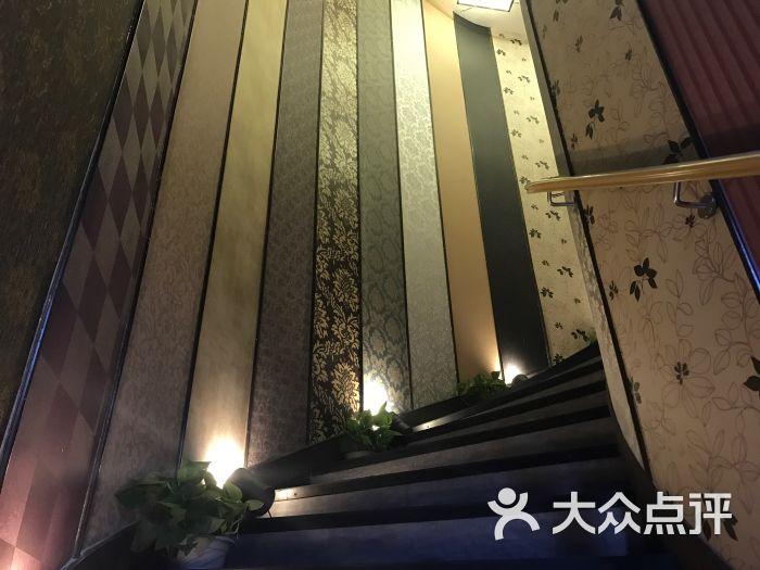 品阿玛尼-楼梯图片-青岛丽人-大众点评网