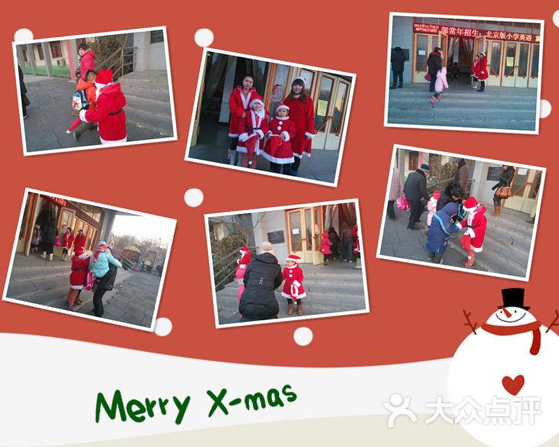 """剑桥小小""""圣诞老人""""欢迎小朋友们入园"""