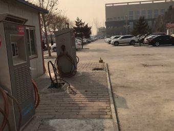 大午温泉酒店停车场