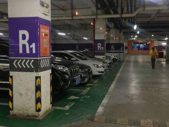 星汇维港购物中心停车场