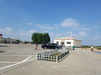 桥头服务区-停车场