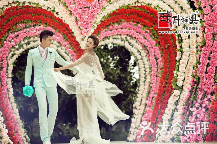 现代经典婚纱摄影
