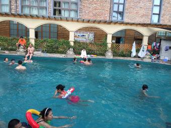 半山蓝湾游泳池