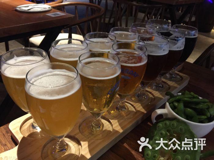 1、精酿啤酒加盟官网:能推荐一家精酿啤酒加盟店吗?