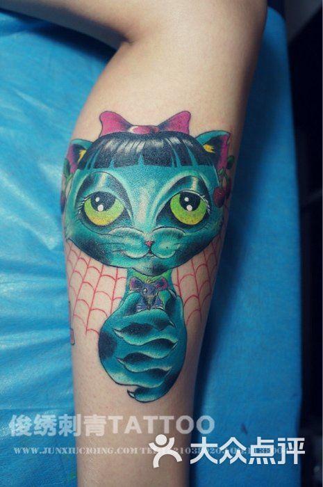 new school风格猫纹身
