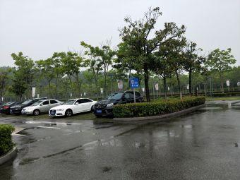 尚湖风景区1号门停车场