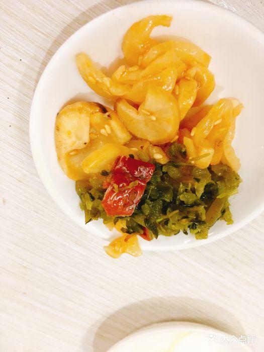 做了一番抉择来吃茶山白餐厅,路上还指定飞.卡美食黑汤面看见杭州图片