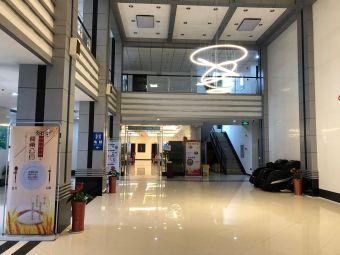 机场宾馆停车场