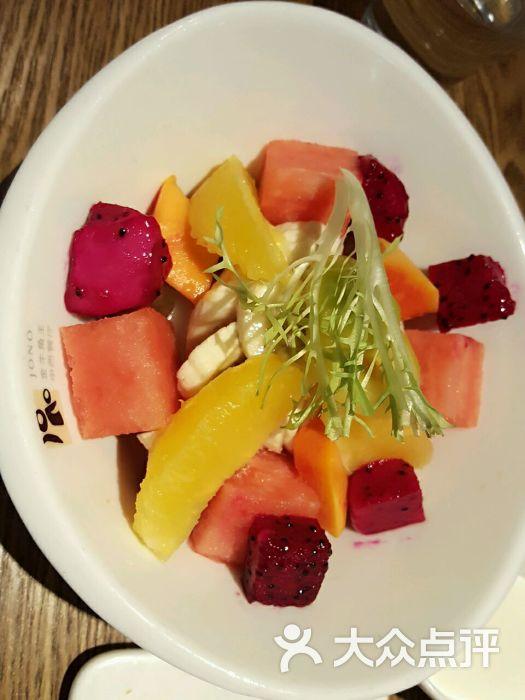 水果沙拉味道不错,法式鹅肝味道一般.图片