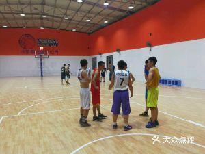 线里圈外篮球馆