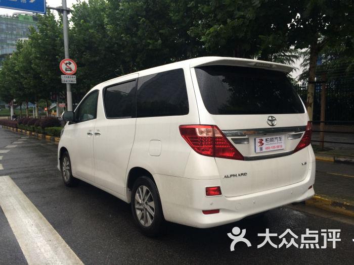 豪华丰田阿尔法mpv商务车