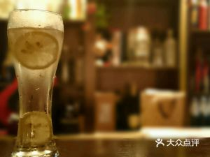 贡布拉村酒吧