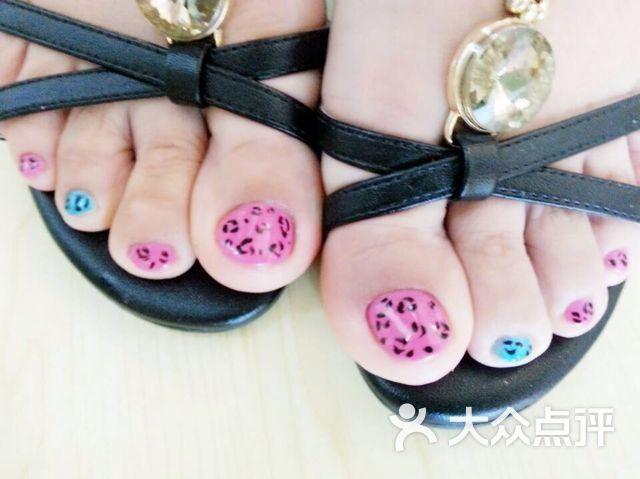 漂亮的脚趾美甲!