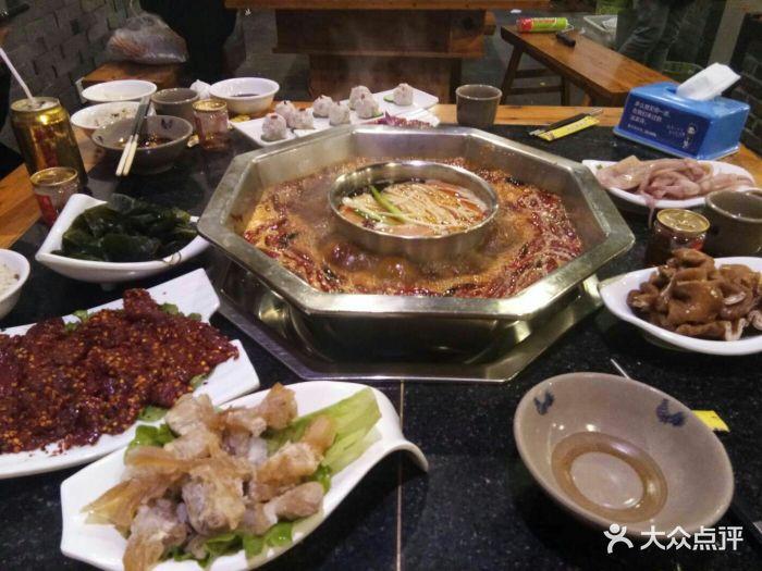 春节期间四公里附近的总部源香水、火锅美食火锅猪圈鹤山山顶图片