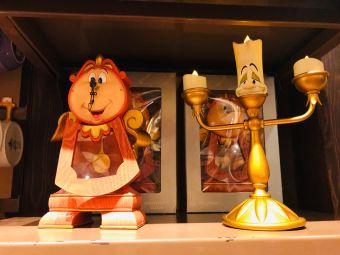 小鎮廣場米奇老鼠與米妮老鼠合影地