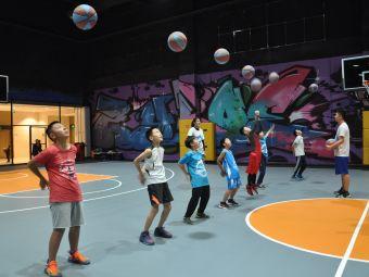 篮球大联盟青少年训练营