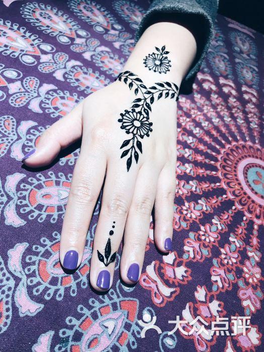 左右汉娜(hennatattoo)海娜手绘纹身图片 - 第1张