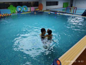 布鲁威水育儿童游泳中心