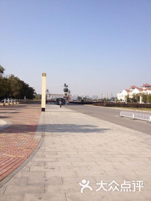 青山湖风景区市政公用广场