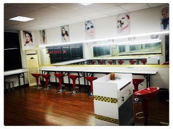 名人化妆美容美甲职业培训学校