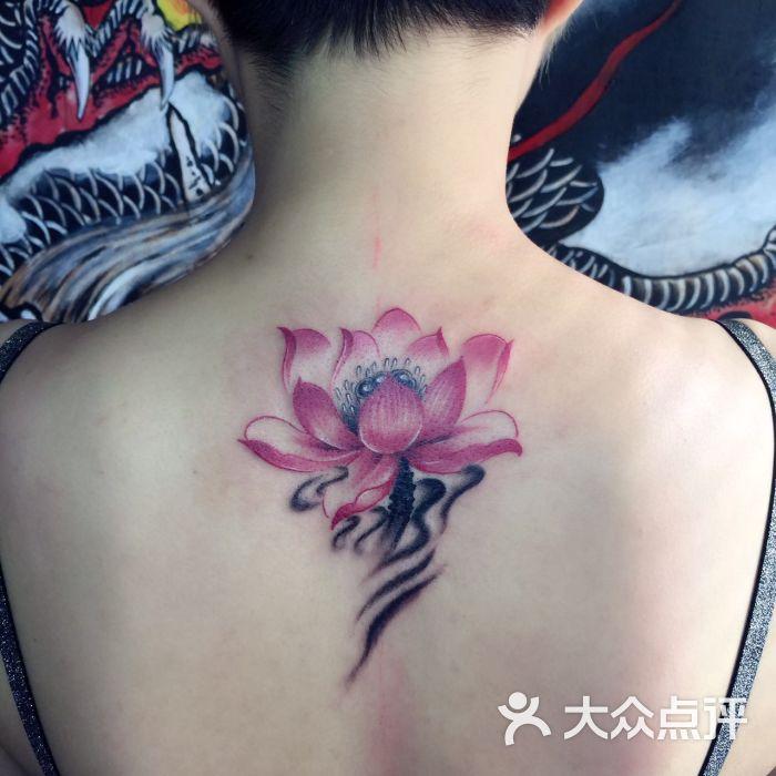阿卉做的荷花纹身.