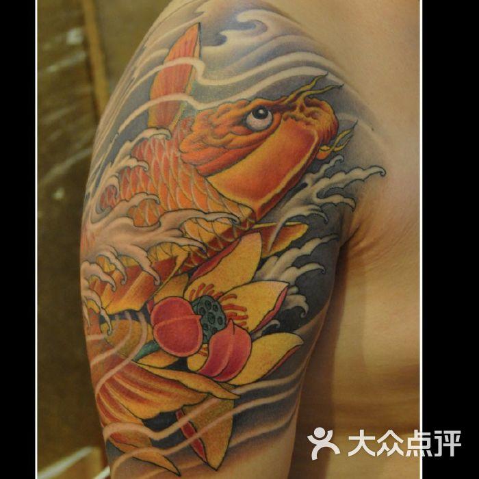 北京占山刺青 大臂纹身 鲤鱼纹身