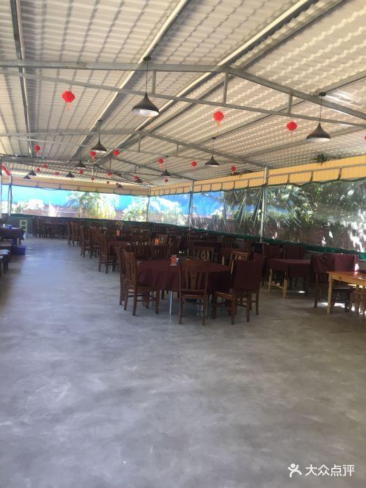 美食进门玉柴小吃园里。位于走五十米左转往淄博加盟店家奇石图片
