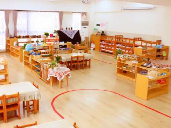 鲸霖蒙台梭利幼儿园