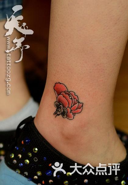 纹身天予刺青西安纹身天予刺青彩色作品---山茶花纹身