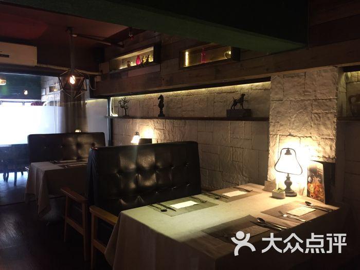 attic西餐私厨卡座阁楼工资-第1672张游戏建模和室内设计图片图片