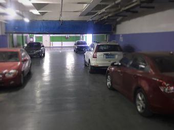 济南世茂国际广场停车场