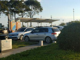 中国石油大学东南门电动汽车充电站