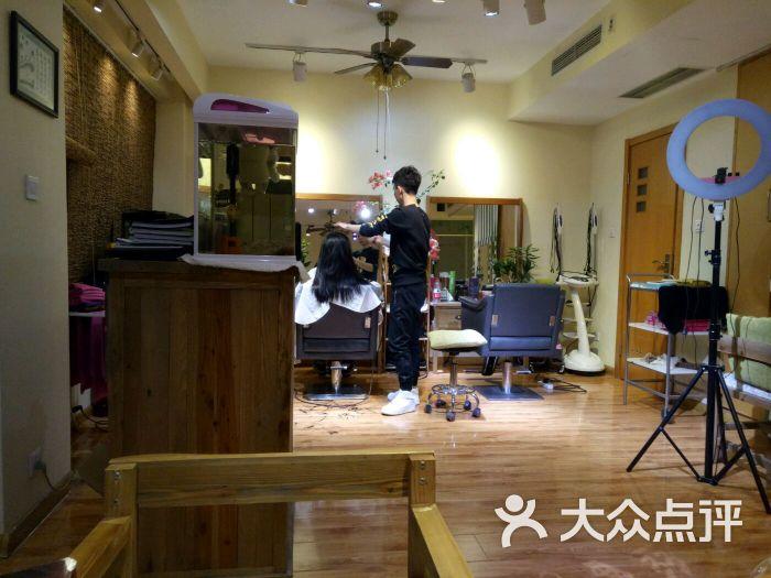 沙河口区 西安路沿线 美发 simi-hair造型潮店 所有点评  消费 ¥30图片