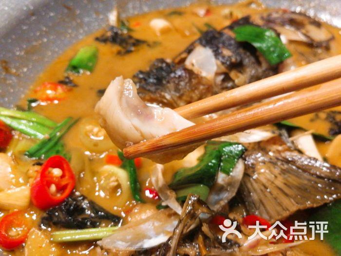 紫苏炖千岛湖鱼头
