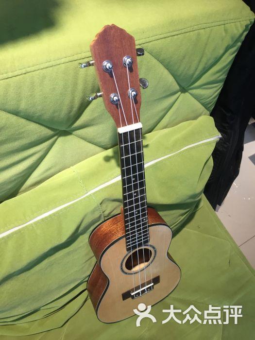还有可爱的小松鼠 啦啦啦 超级棒 感觉学了乐器整个人都提高一个***了