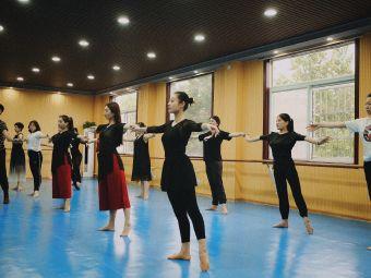 芳华舞蹈培训中心