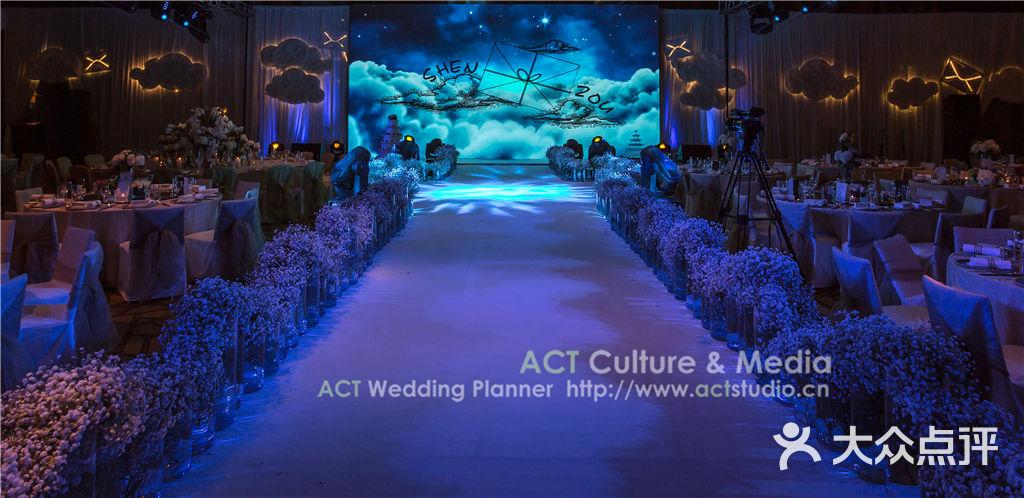 典雅欧式拍照区 仪式区:舞台背景