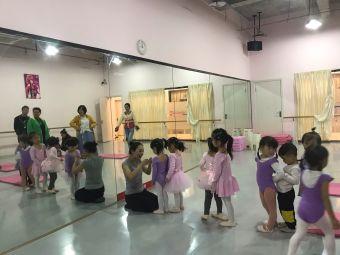 艺晖文化艺术学校(双流校区)