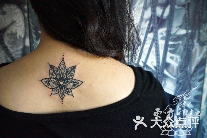 北京东方印记纹身-颈后梵花纹身图案——北京最好的