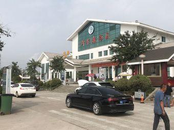沂水杨庄服务区停车场