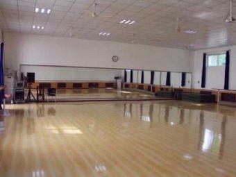 逸锋舞蹈艺术中心