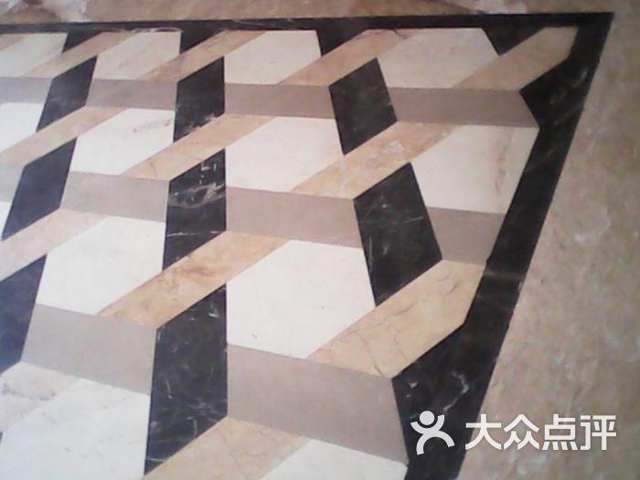 客厅地砖斜贴
