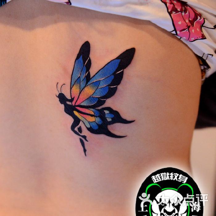 腰部蝴蝶翅膀精灵纹身