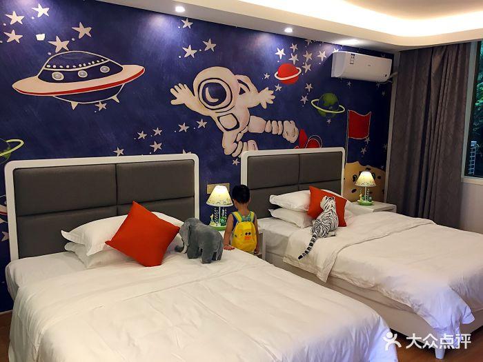 雅安碧峰峡萌趣东方动物主题酒店图片