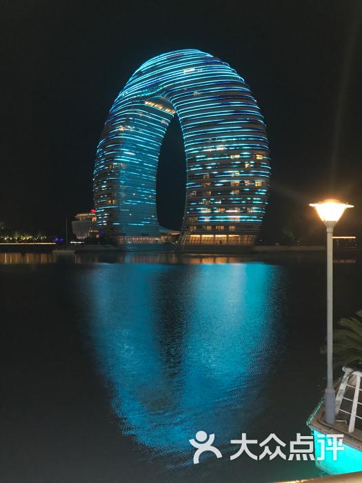 月亮酒店夜景