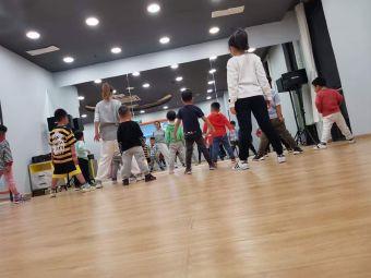 万达马喆舞蹈(马喆舞蹈万达校区)