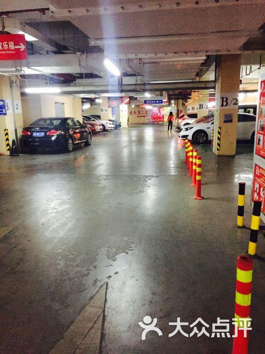 家乐福社会停车场图片 - 第4张